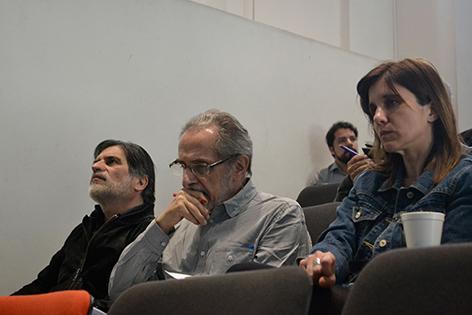 Oscar Steimberg, acompañado por Laura Vazquez (derecha) y Jorge Montealegre (derecha)